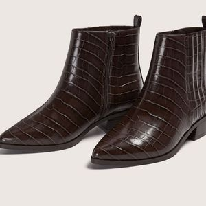 WESTERN Pointed Toe Croco Ankle Boots Size 9W